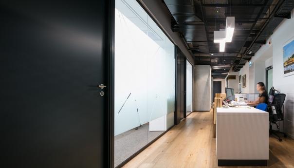 מחיצות זכוכית במשרדי א וייס תל אביב