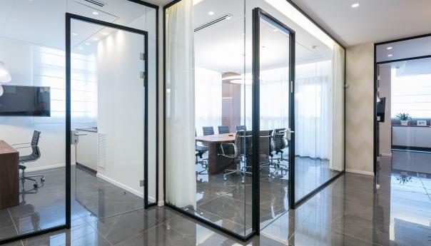מחיצות זכוכית במשרד קימפו ברעננה